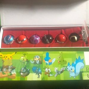 Collectors Edition Pokémon keychain ball 12pcs